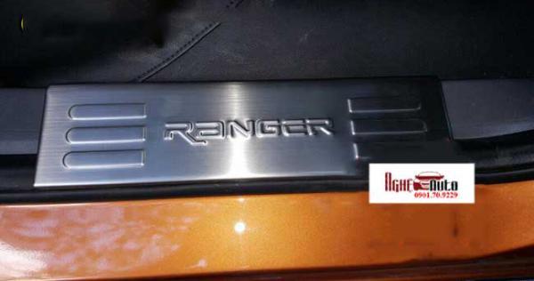 op-bac-cua-chong-xuoc-cho-ford-ranger-1