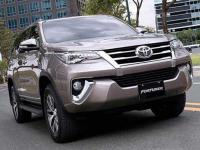 danh-muc-do-choi-noi-that-toyota-fortuner-2018-can-co-1