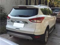 duoi-gio-tren-kinh-hau-cho-xe-ford-escape-1