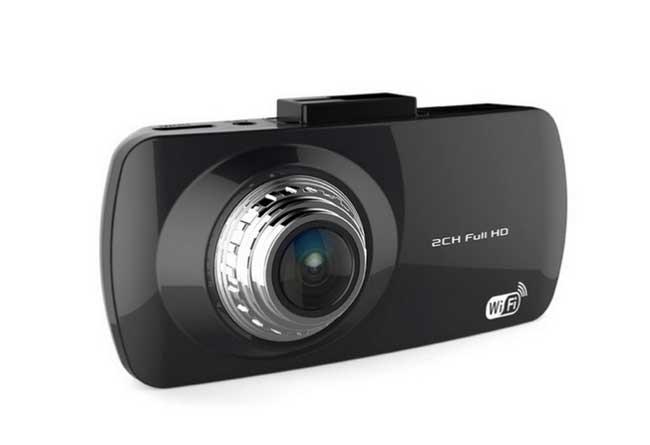 X10 Carcam còn sở hữu những tính năng như G-sensor (tự động bảo vệ video  khi có va chạm), tích hợp WDR hỗ trợ ghi hình trong điều kiện ánh sáng yếu  ...